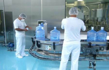 Processo de limpeza dos galões protege contra bactérias
