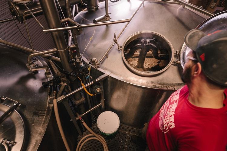 Limpeza dos tanques industriais assegura a qualidade dos produtos