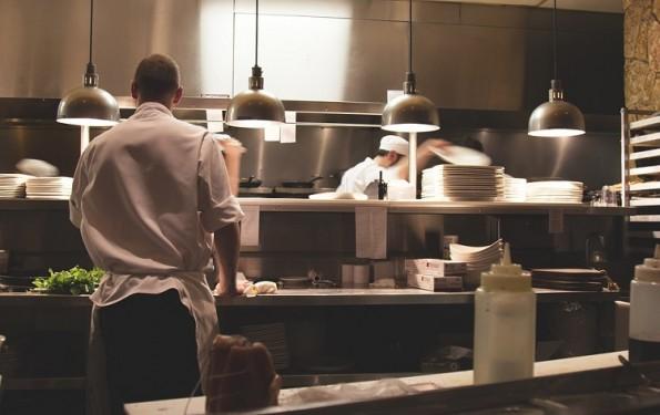 Higiene das cozinhas industriais é necessária para um bom saneamento