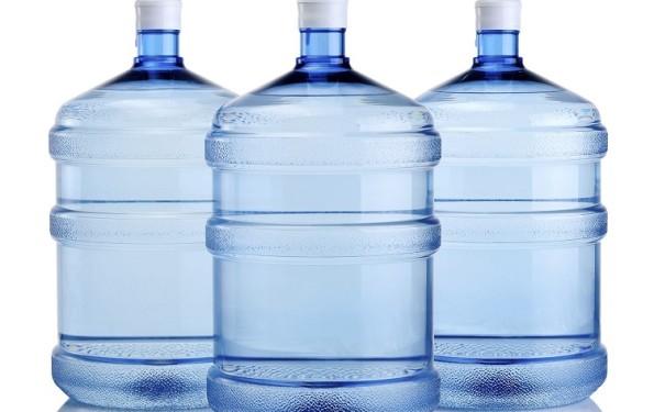 Confira a importância e como garantir a validade dos galões de água