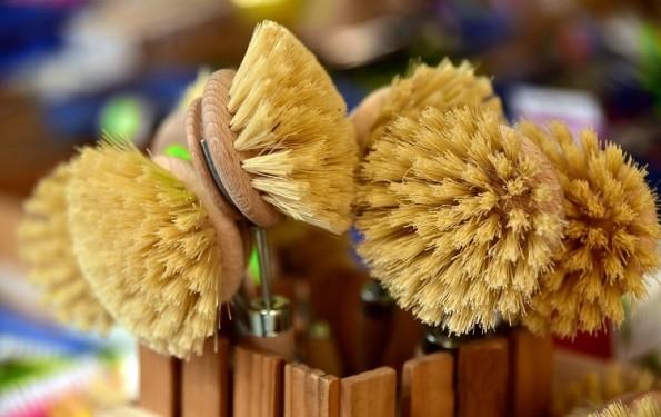 Por que os formatos das escovas de higienização variam?