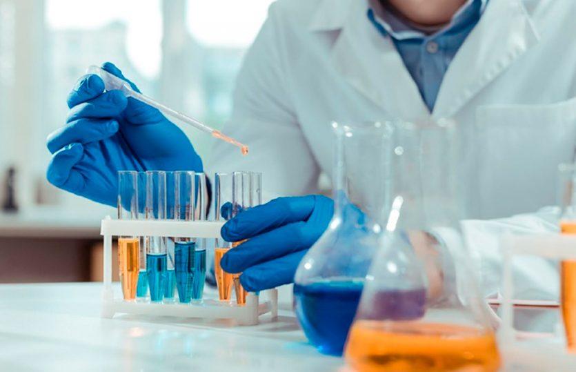 Como deve ser feita a higienização de tubos de ensaio em laboratórios