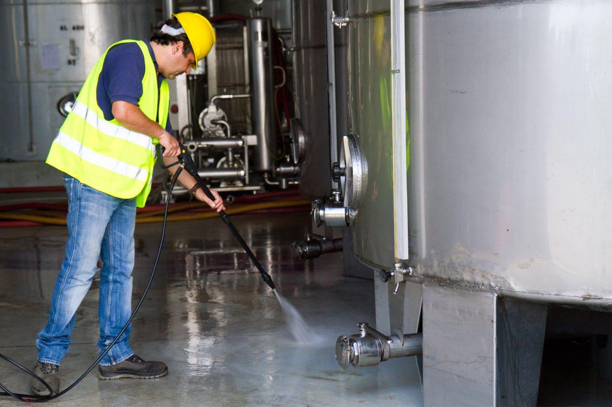 Limpeza industrial rápida e eficiente é possível, saiba como! - Weinberger  - Blog