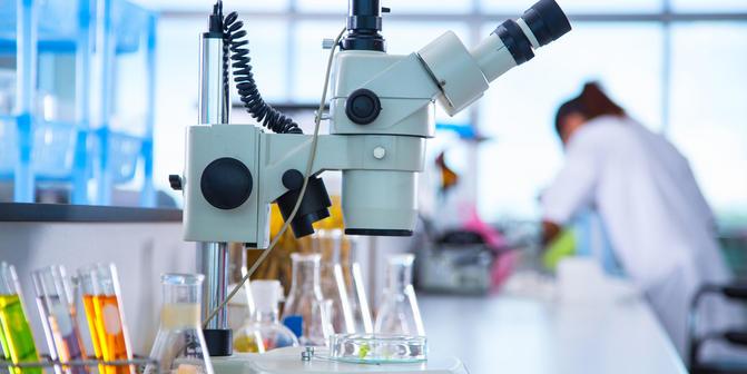 Weinberger_BLOG_dezembro_Veja como higienizar as bancadas de laboratório e por que limpá-las