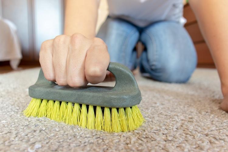 Veja quando optar pela escova manual e quais as vantagens desse modelo